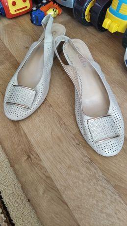 Продам босоножки туфли заколка в подарок