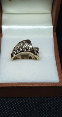 Złoty pierścionek z cyrkoniami 13