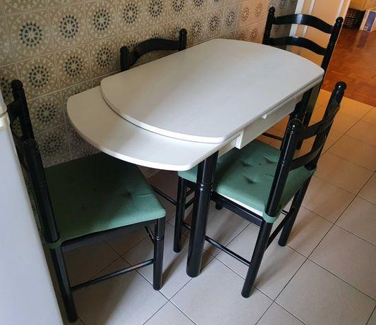 Mesa de cozinha com 4 cadeiras / Kitchen table with 4 chairs