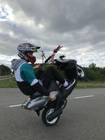 Suzuki lets 2 stunt