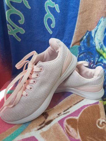 Кросівки для дівчинки Revolution