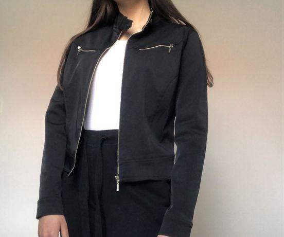 Elegancka czarna cienka kurtka