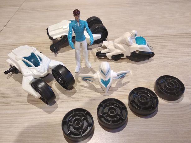 Zestaw MATTEL, figurka z maską, motor, auta, zdejmowane koła
