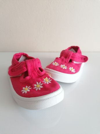Дитяче взуття, взуття для дівчинки, кросівки, walkiki, zara, h&m