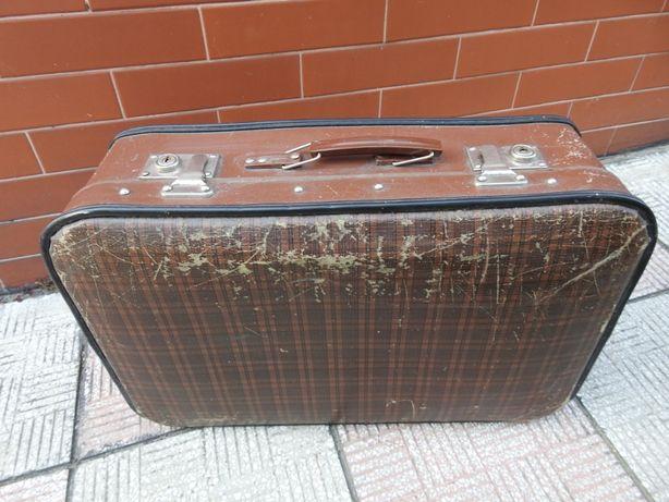 Stara walizka w kratę Antyk