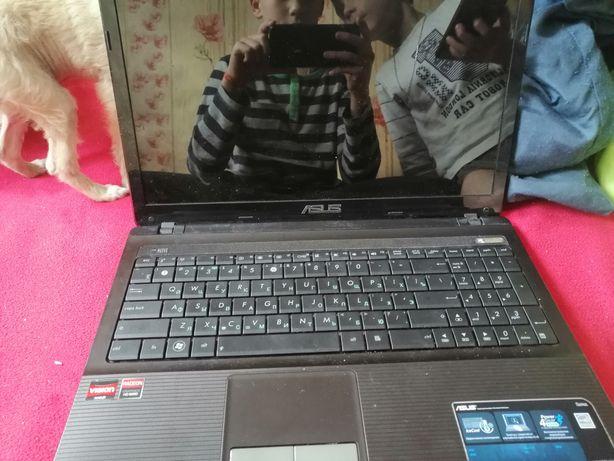 Ноутбук в ідіальном состоянії но старинький!.