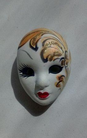 Венецианская маска гипсовая, маска-брошь