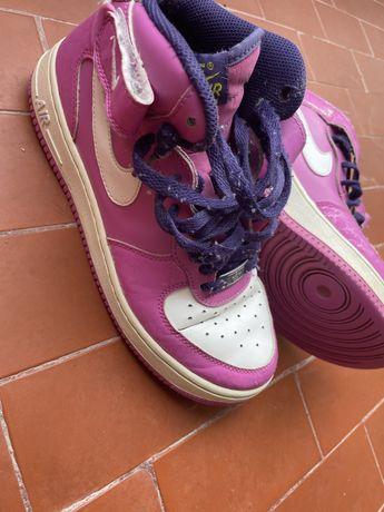 Bota Nike Air force rosa e roxo
