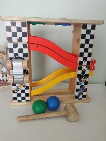 Tor. Small Foot: zjeżdżalnia dla kulek i autek Knock Marble Track