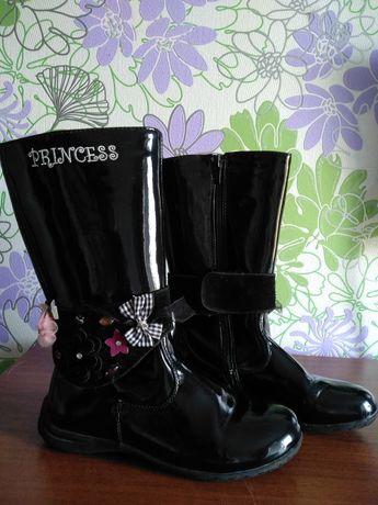 ПРОДАМ взуття для дівчинки (осінь сапожки, лаковані, утеплені)