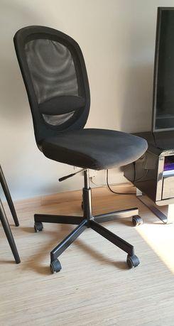 Fotel obrotowy biurowy bardzo wygodny