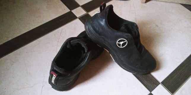 Кроссовки кожаные 36-37р.