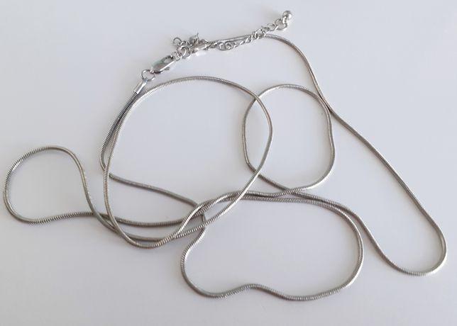 Kolczyki, broszki, łańcuszek, spinki do mankietów
