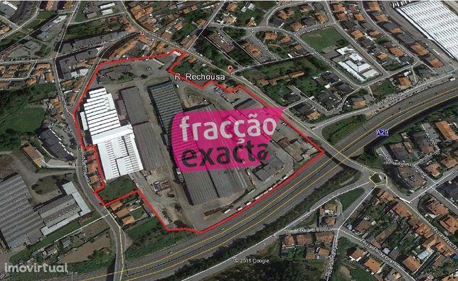 Parque industrial - 6 construções destinadas a armazéns em Canelas