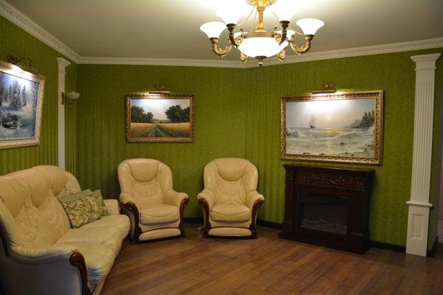 Продается трехкомнатная квартира с мебелью и техникой+гараж+2 кладовки