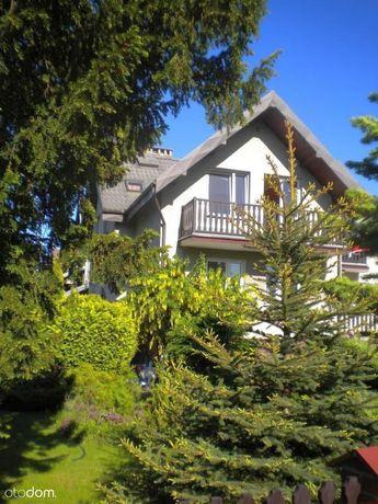 Połowa dwurodzinnego domu z ogrodem