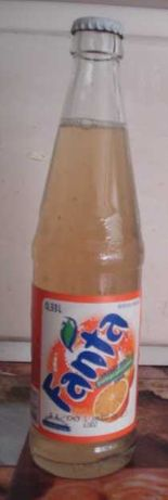 Stara butelka oryginalnie zamknięta kapslem FANTA