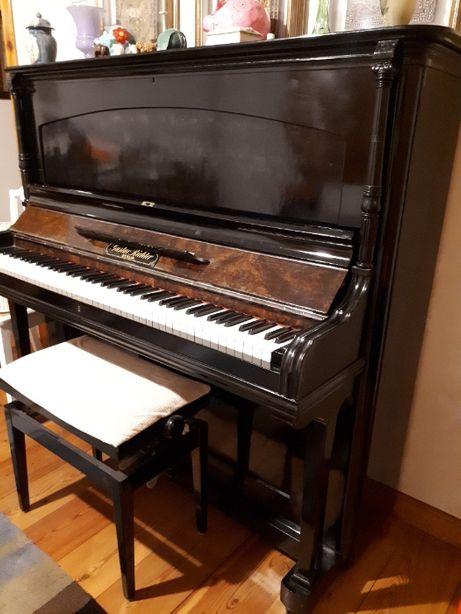 Piano Vertical Gustav Richter