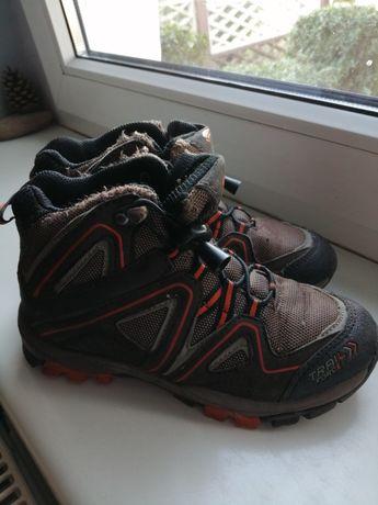 Kozaki, buty trekingowe 31