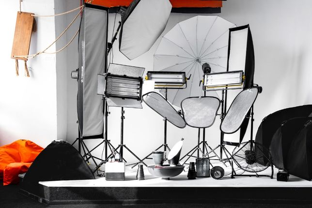 Фотостудия c циклорамой, фонами и большим количеством фото-видео света