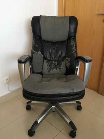 Cadeira de Escritório Ergonómica a precisar de forro