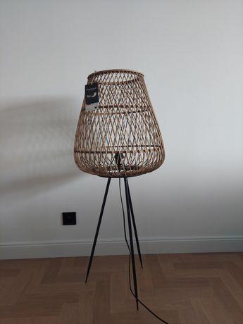Nowa lampa podłogowa.