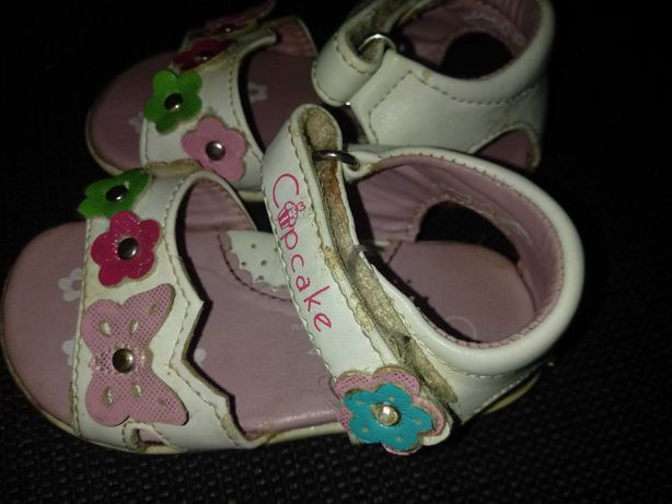Sandały dla dziewczynki białe