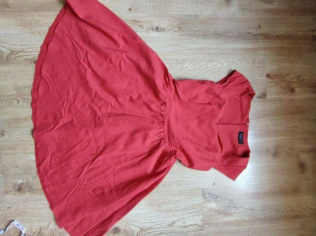 Czerwona sukienka rozkloszowana L