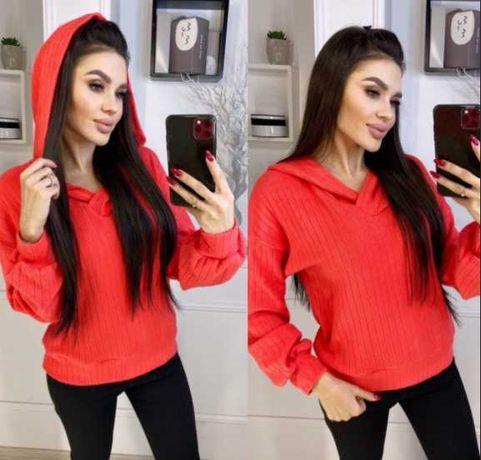 Женский трикотажный свитер с капюшоном