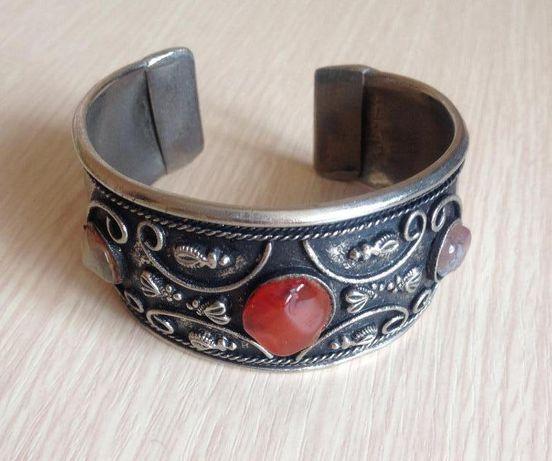 Металический браслет винтаж с камнем янтарь