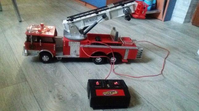 Большая пожарная машина с пультом