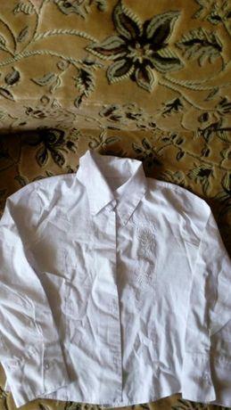 Продам блузки/рубашки школьные на девочку на рост 122-128 см