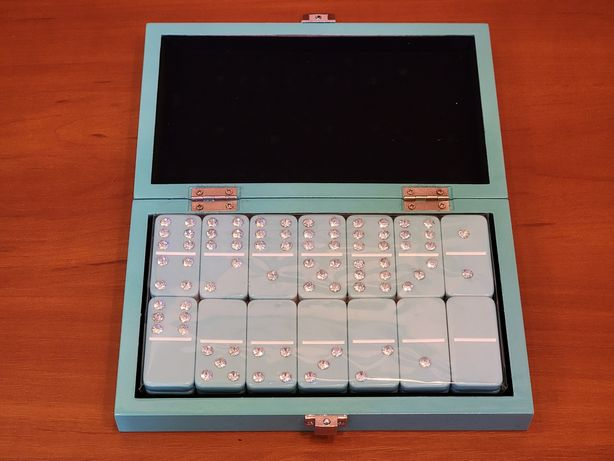Z Gallerie Bling Domino Set With Aquamarine Lacquer Case