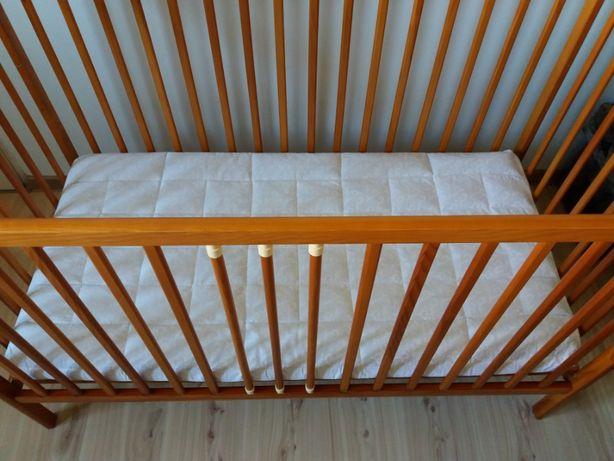 Łóżeczko dziecięce z baladachimem materacem i pościelą