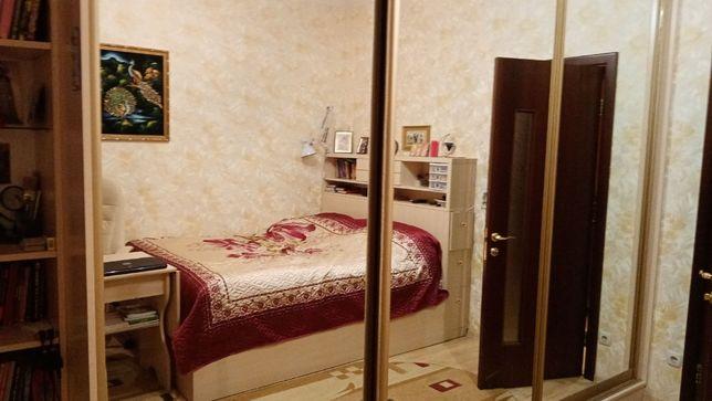 Борщаговская,189, продам 2-х комнатную. сталинка.