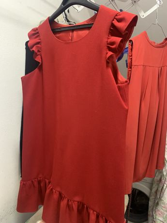 Vestido vermelho de menina