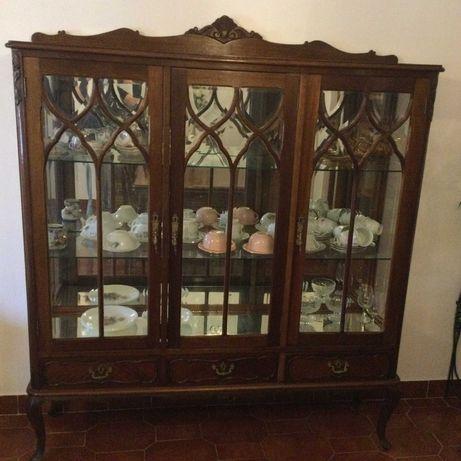 Queen Anne, cristaleira, mesa extensível e 6 cadeiras
