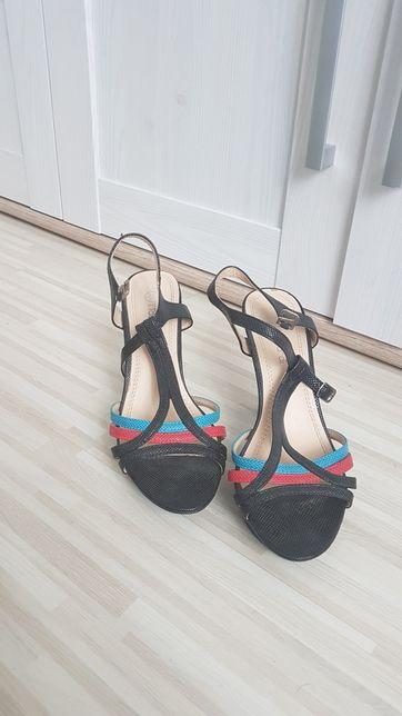 Eleganckie buty, sandały na obcasie. Rozmiar 37