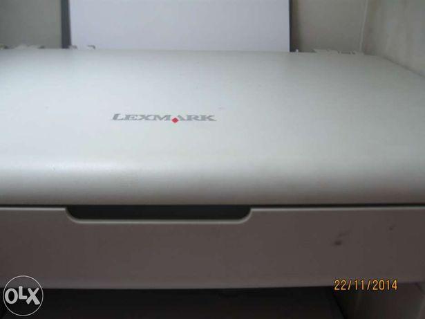 Impressora Multifunções Lexmark 2300, a trabalhar na perfeição.