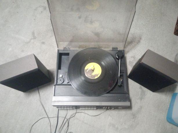 Aparelhagem com Rádio, leitor discos e cassetes