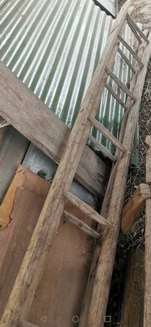 Vendo Escadas de madeira com 9 degraus 20 euros cada.