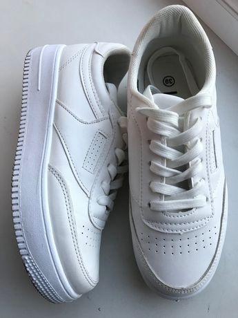 Кроссовки (белые)