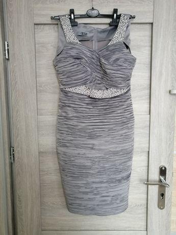 Śliczna sukienka ozdobiona perełkami i cyrkoniami roz M