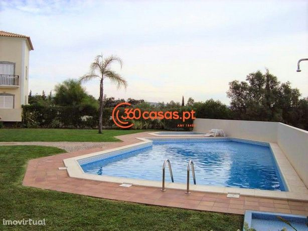 Apartamento T1 com garagem, jardim e piscina em Vilamoura, Algarve