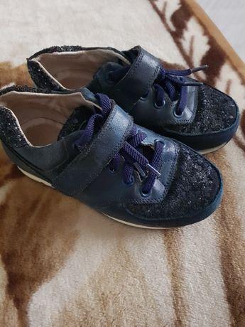 Продам кожаные кроссовочки 27( 17,5 см)