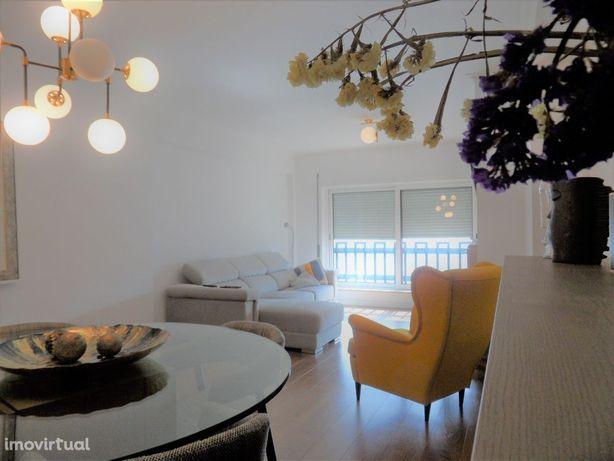 Apartamento tipo T4 com garagem - Solum