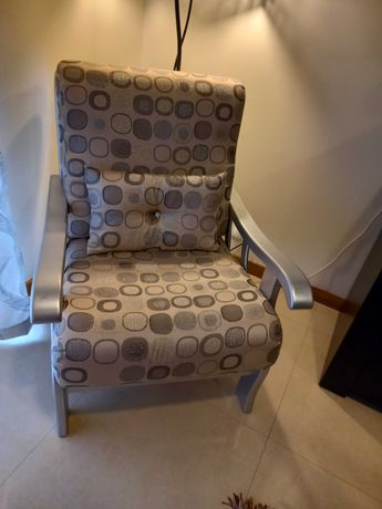 Sofá madeira lacado a prata com tecido prateado e bege
