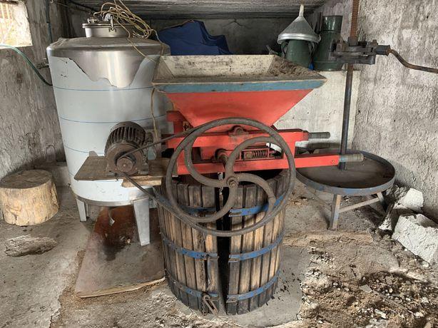 Raladeira + prensa + barril inox 500 litros + 2 cantaros e 1 funil