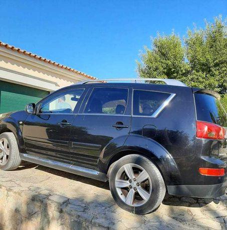 SUV-Peugeot 4007-7 lugares