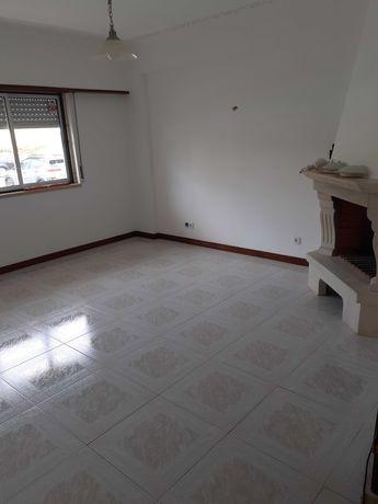 Apartamento T1 - para aluguer em Massamá com arrecadação